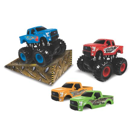 Monster Maniacs Gift Set with Ramp