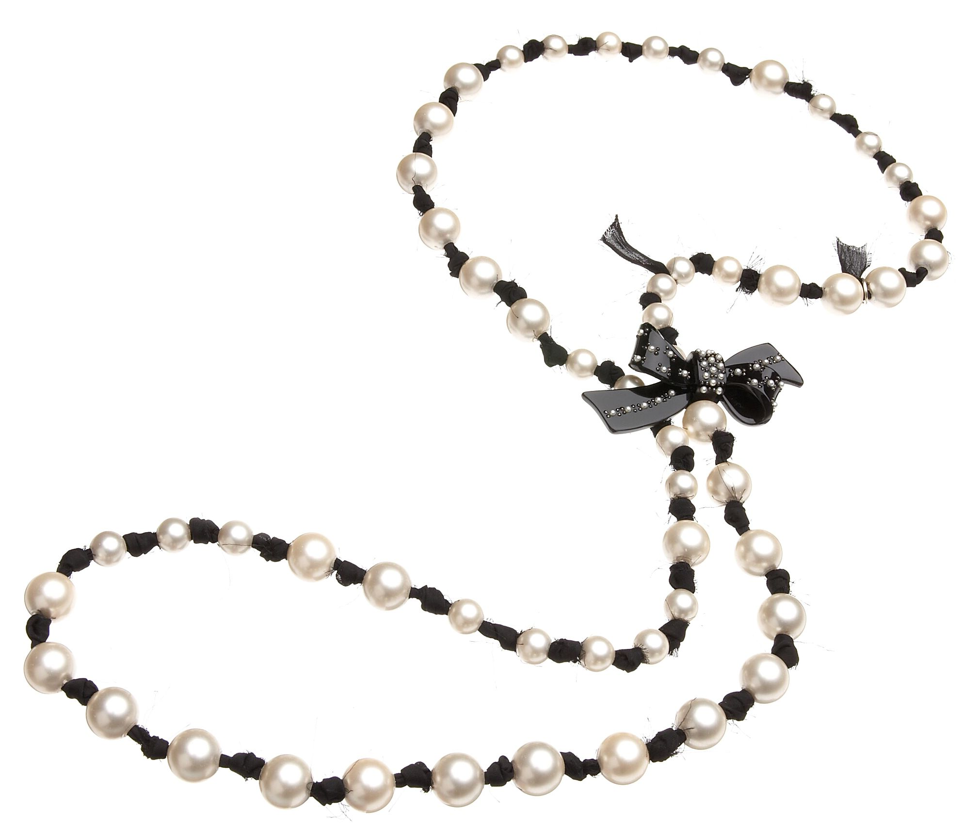 Knotted tuxedo pearls