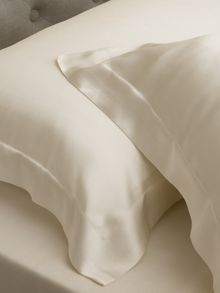 Sheridan Lanham tailored pillowcase