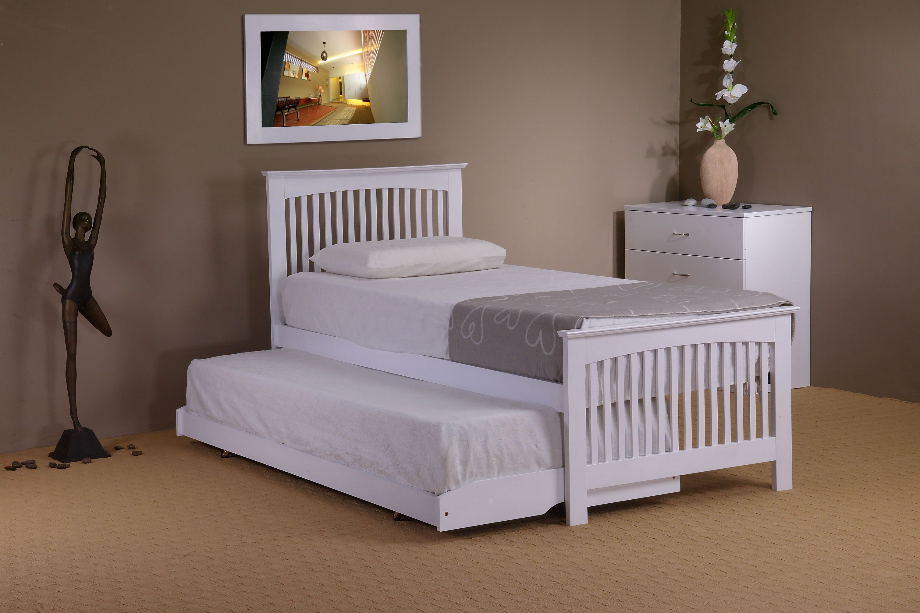 Delano guest bed in white