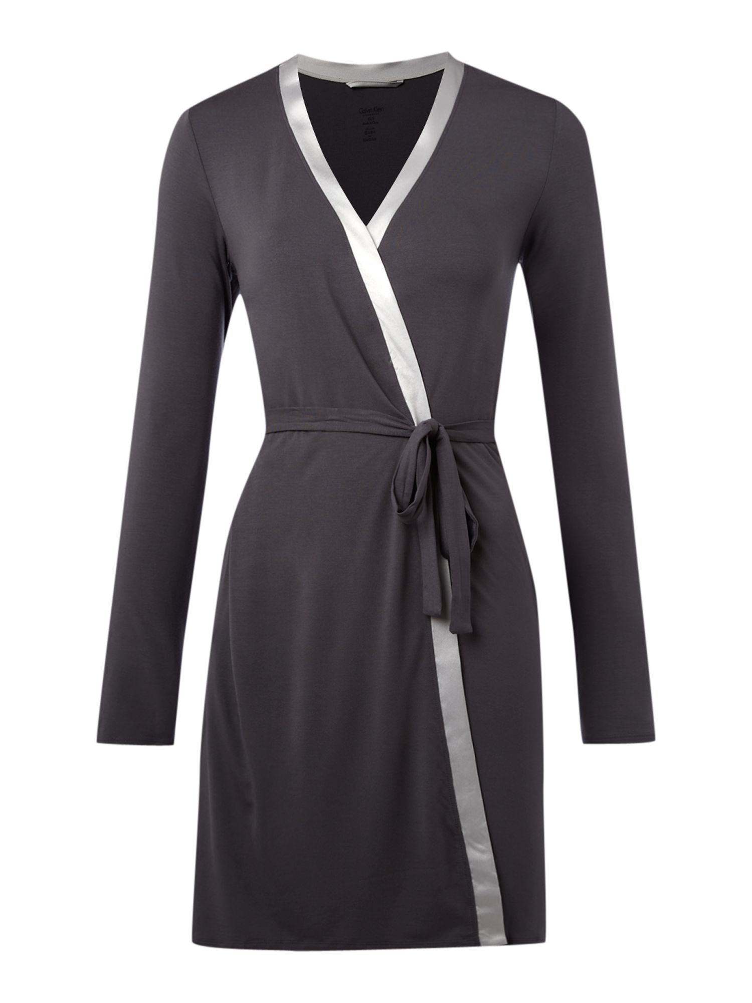 Essential with satin short robe