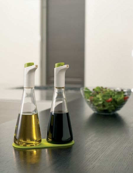 Joseph Joseph Oil and vinegar set