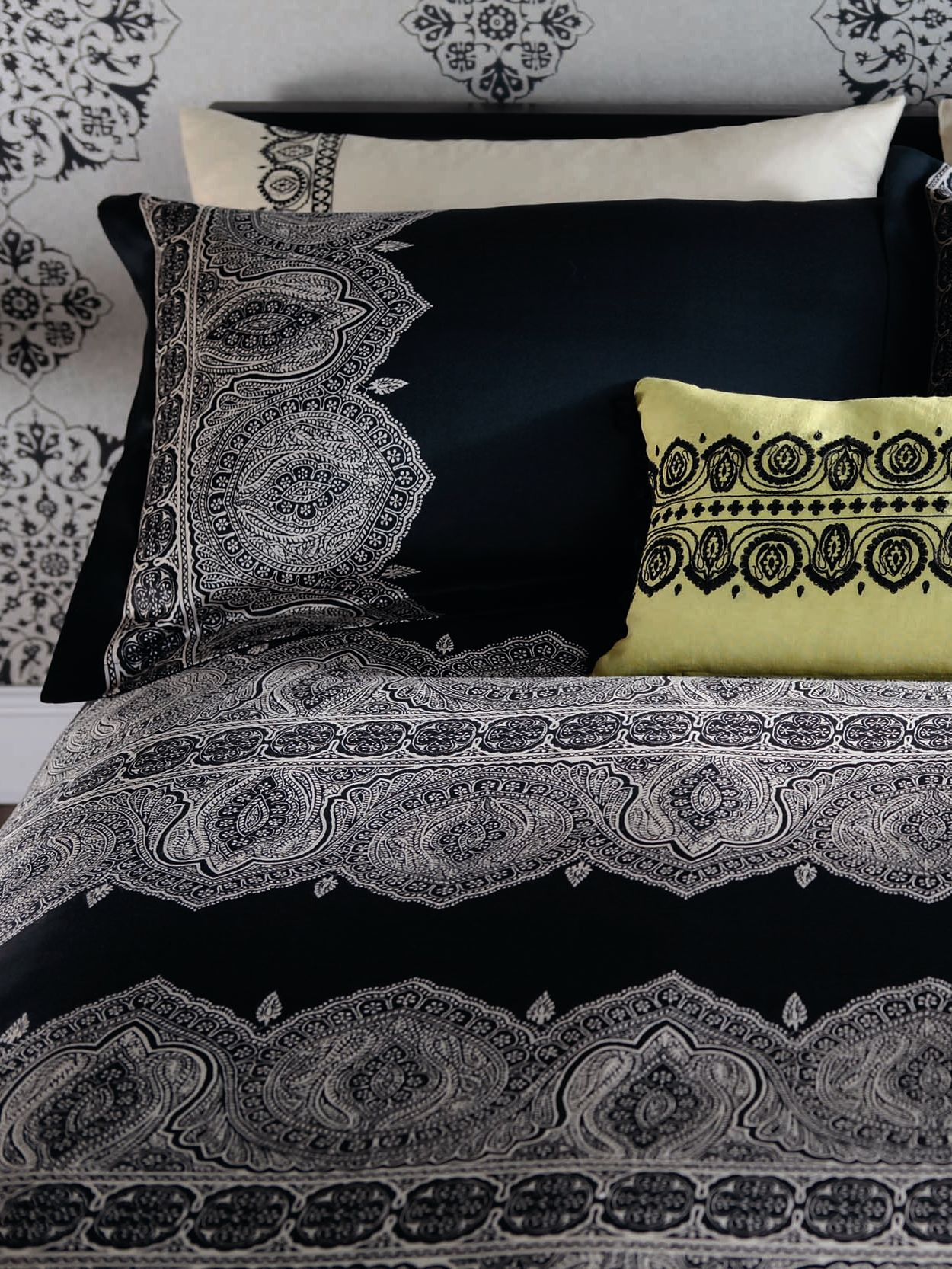 Azara black oxford pillowcase