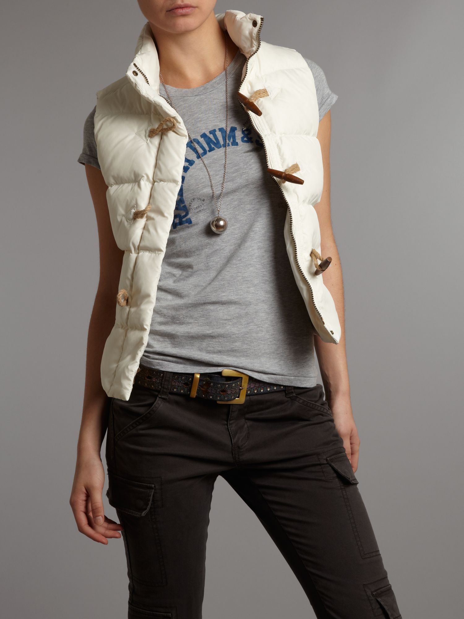 Gillet with high collar and toggles