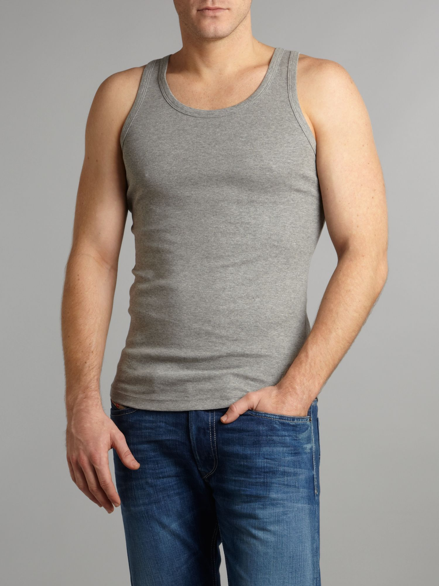 Sleeveless plain tank top