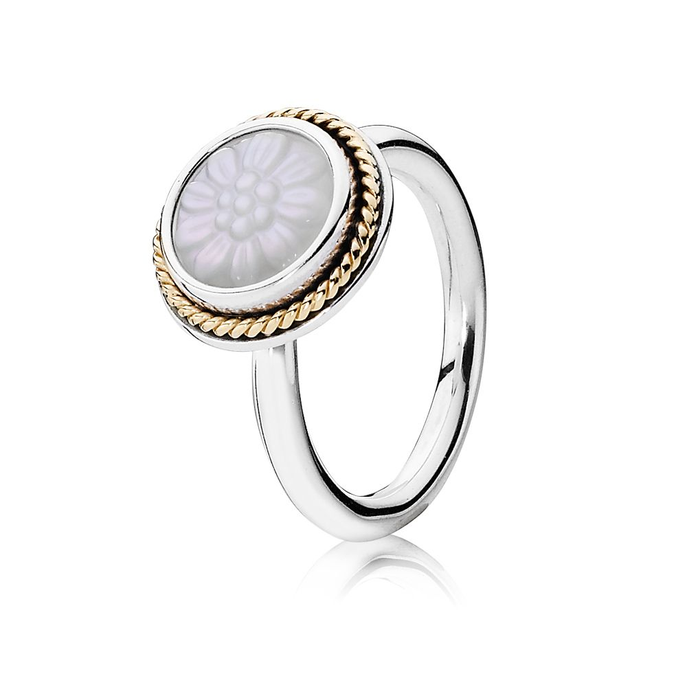 Mother of Pearl and 14ct Gold Ring