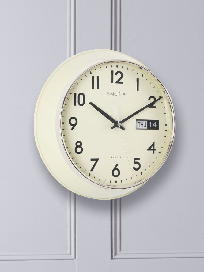 Day date cream clock