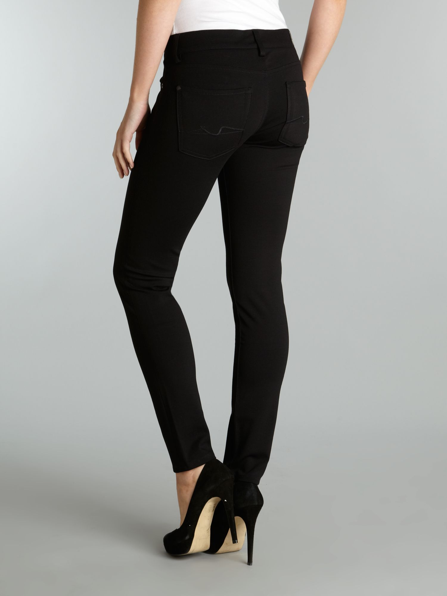 Skinny jegging in Gwenevere jean