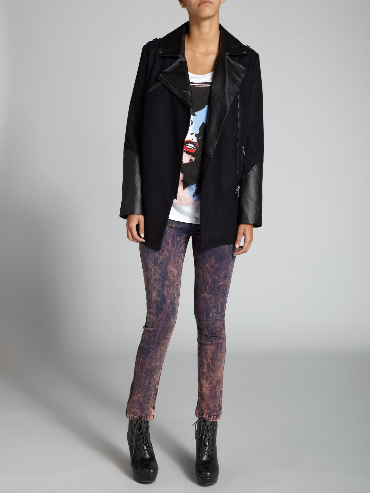 Distressed wash skinny jean