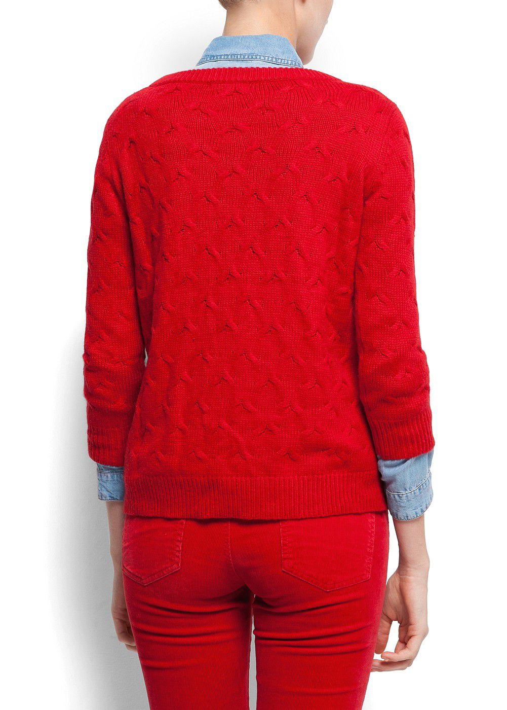 Three-quarter length sleeves cable knit