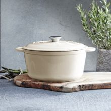 Cream cast iron round casserole, 25.5cm