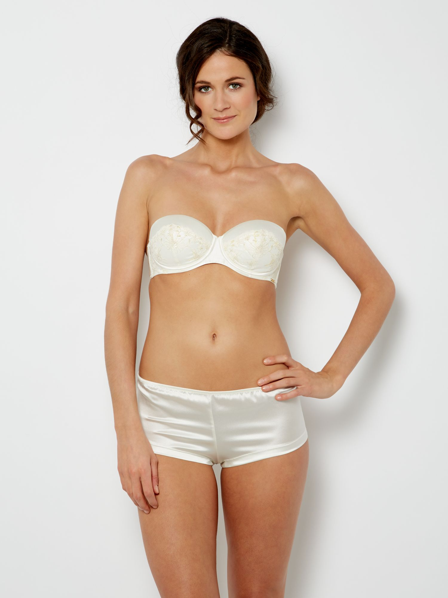 Amour bridal embroidery short
