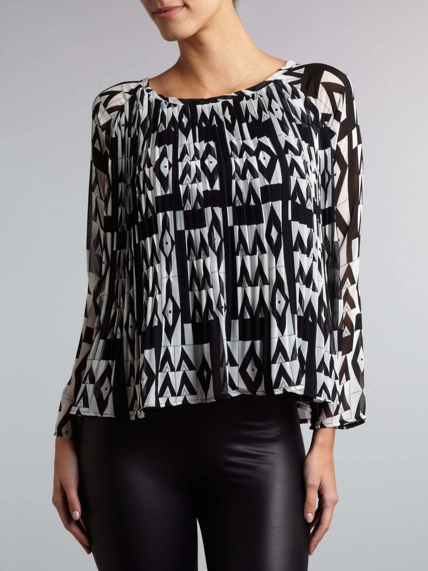 Monochrome geometric print pleated blouse
