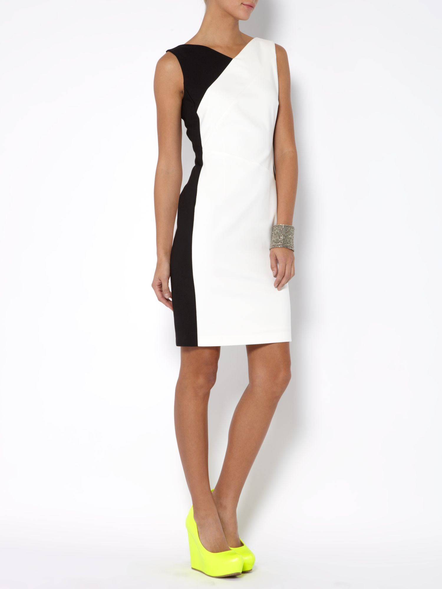 Sleeveless vneck contrast wrap dress