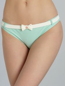Bow front brief