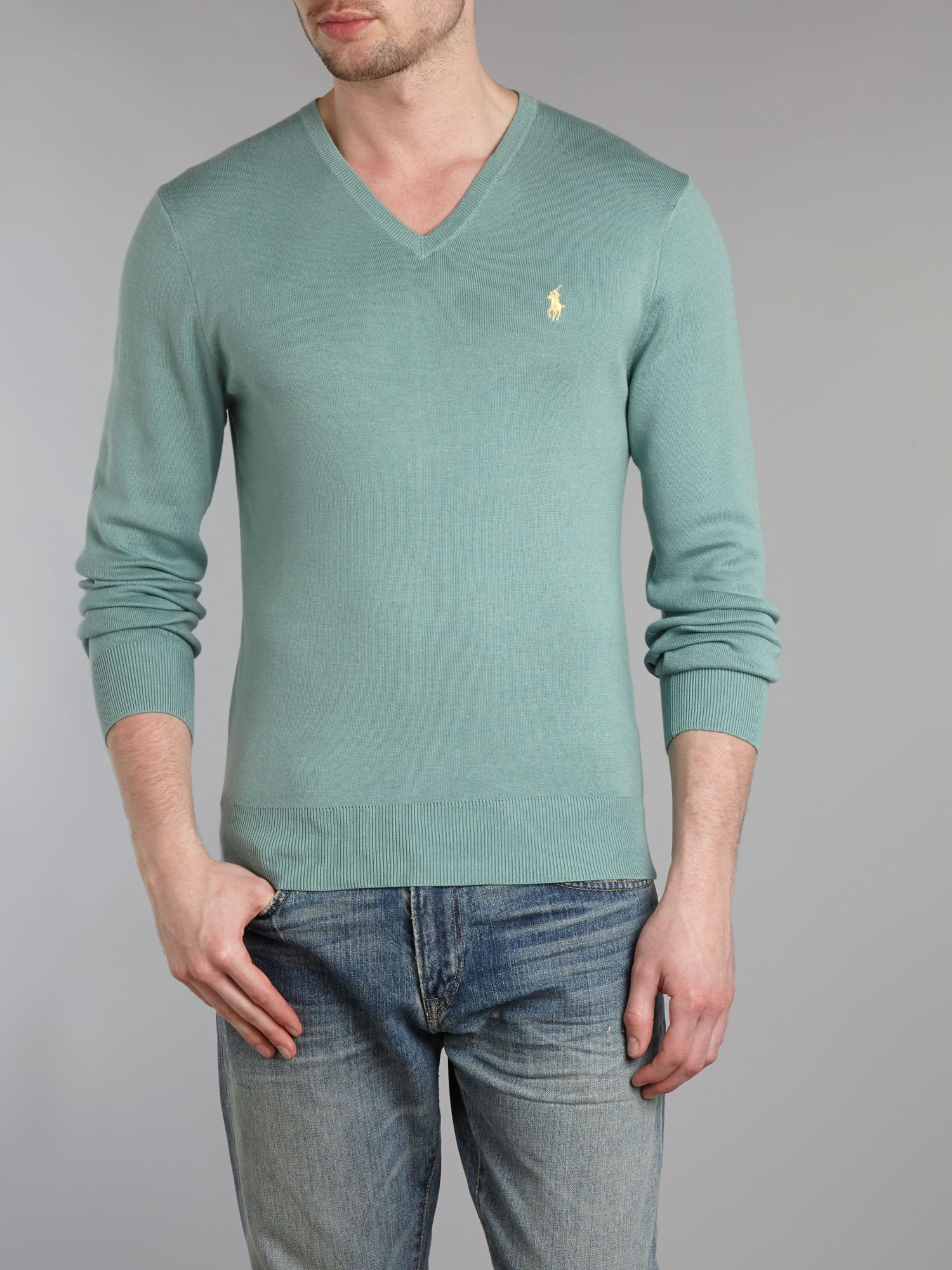 Classic V-neck neck slim fitted jumper
