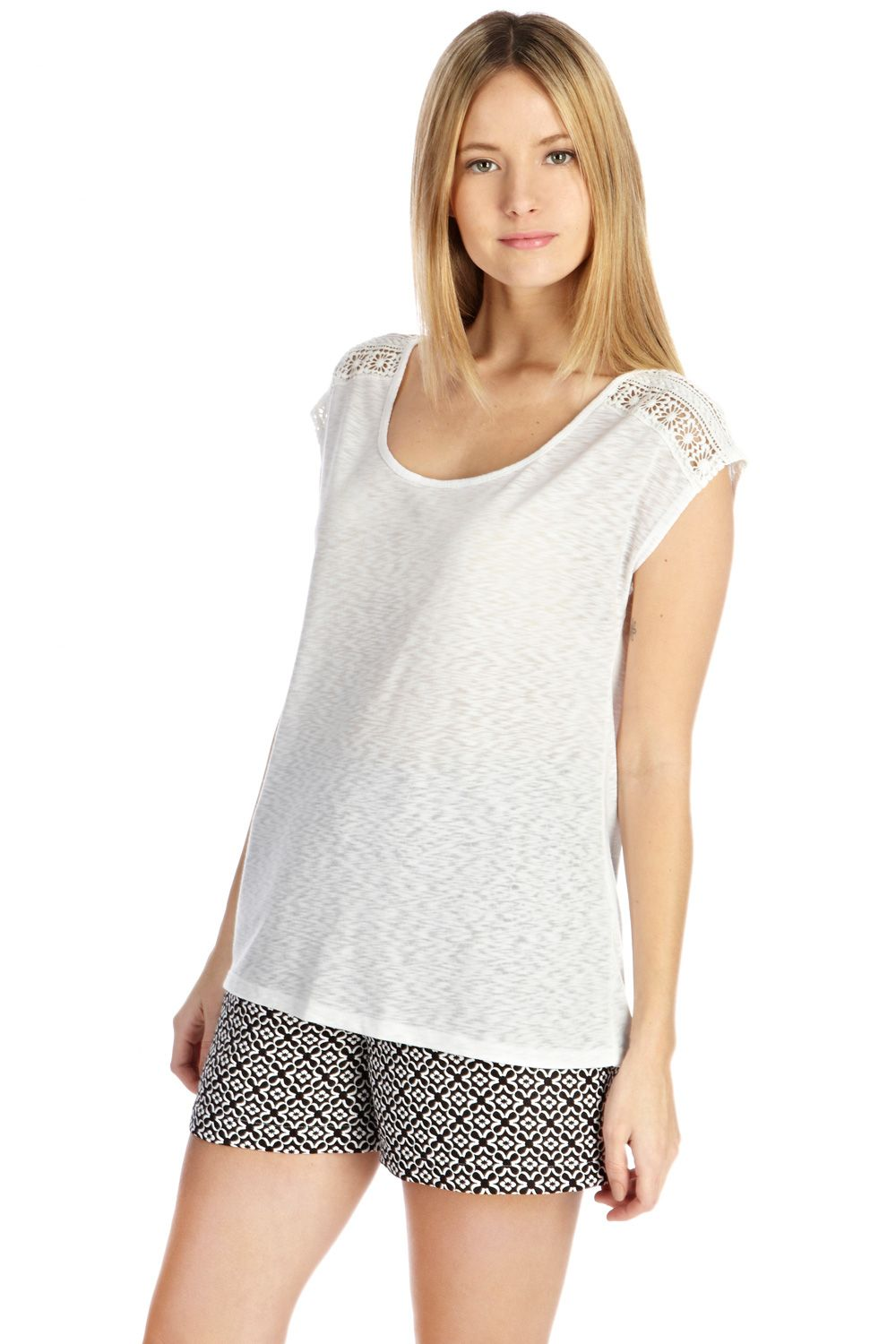 Scoop neck lace shoulder tee