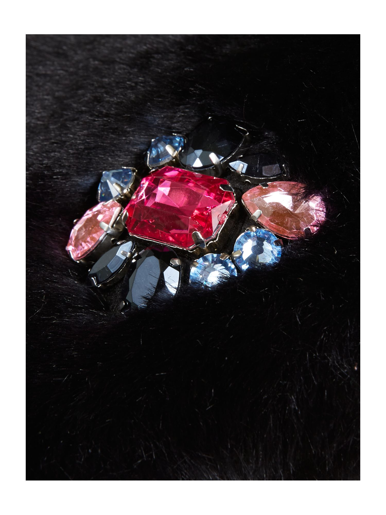 Faux fur collar with jewel