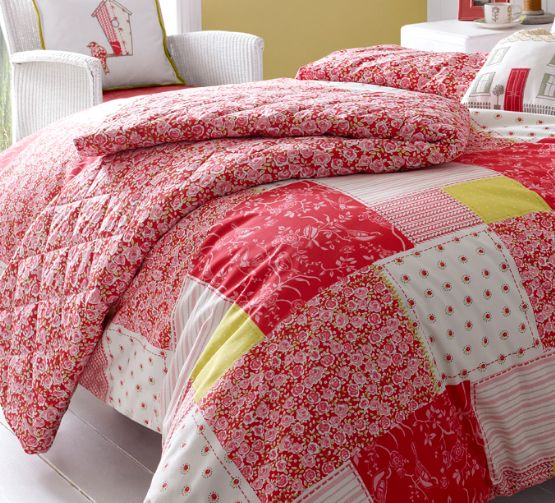 Luella Strawberry bed throw