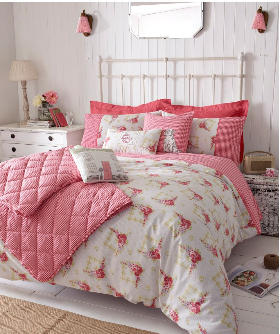 Gingham Roses bed throw