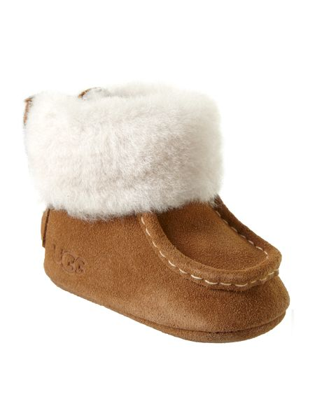 You'll even see baby UGGs! Of course, UGG slippers, moccasins, loungewear, and accessories are perennial picks for gifts, from holidays to birthdays. Take a closer look around town and you'll also notice plenty of beautiful people wearing UGG booties, shoes, and sandals.