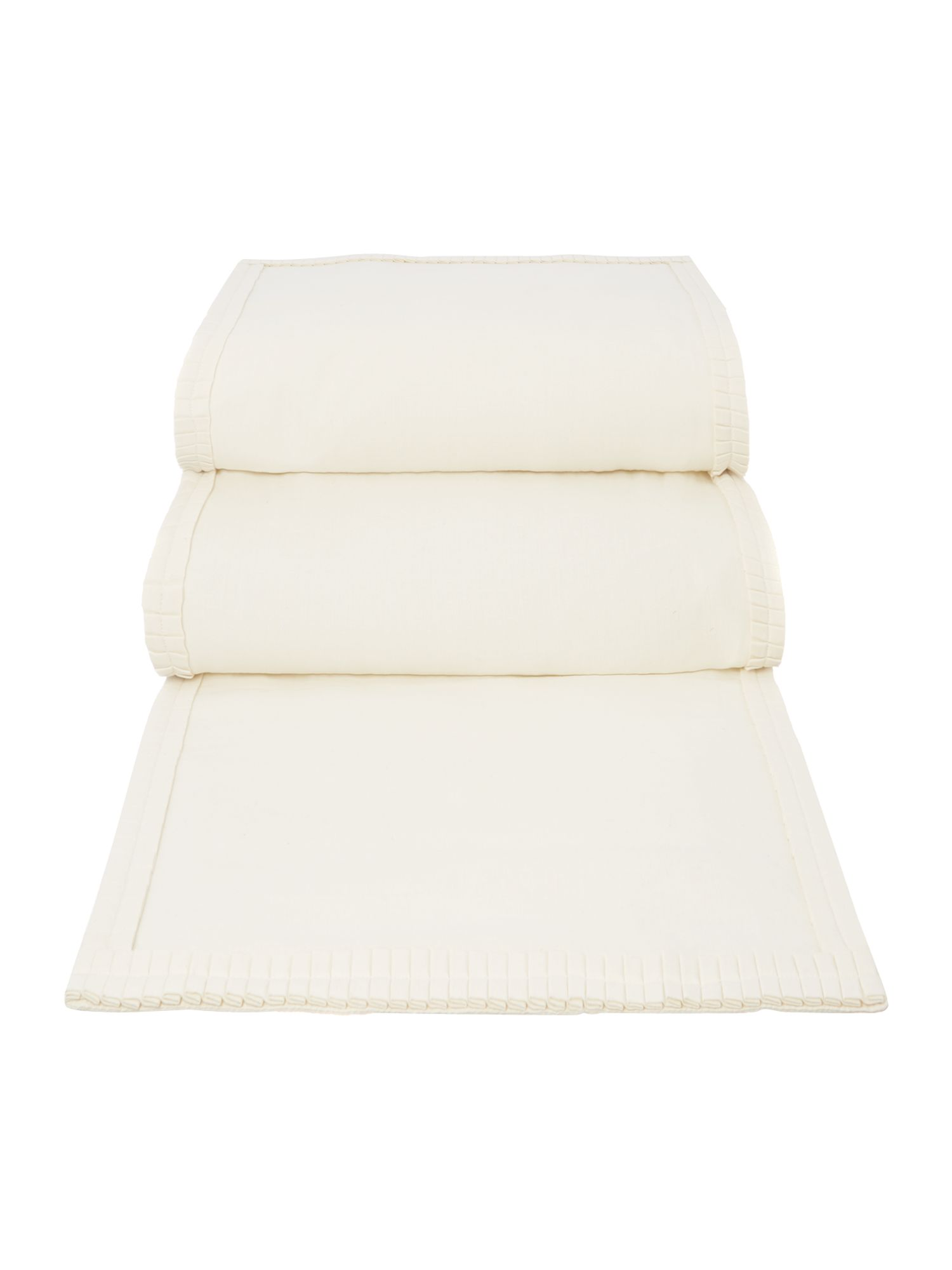 Cream pleats runner