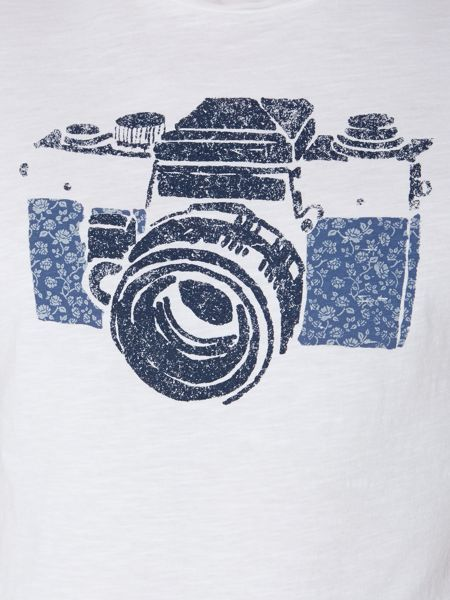 Linea camera graphic tee
