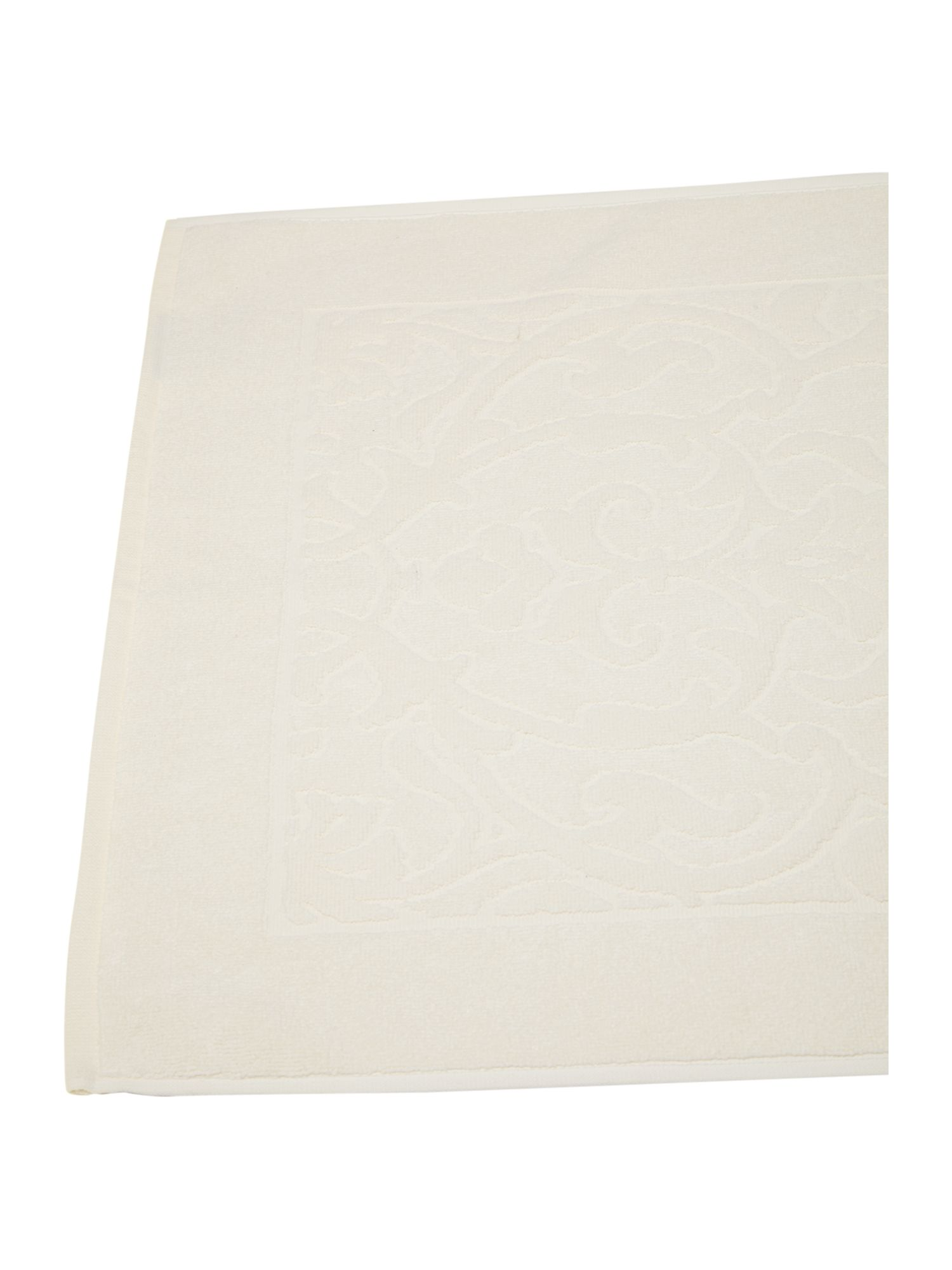 Heavy jacquard bath mat in cream