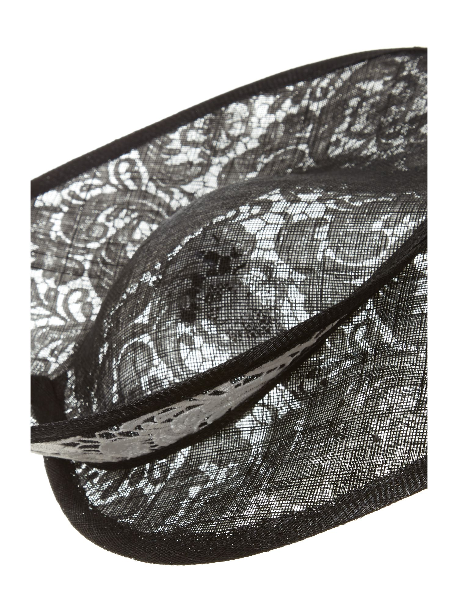 Goodwood curved saucer with lace