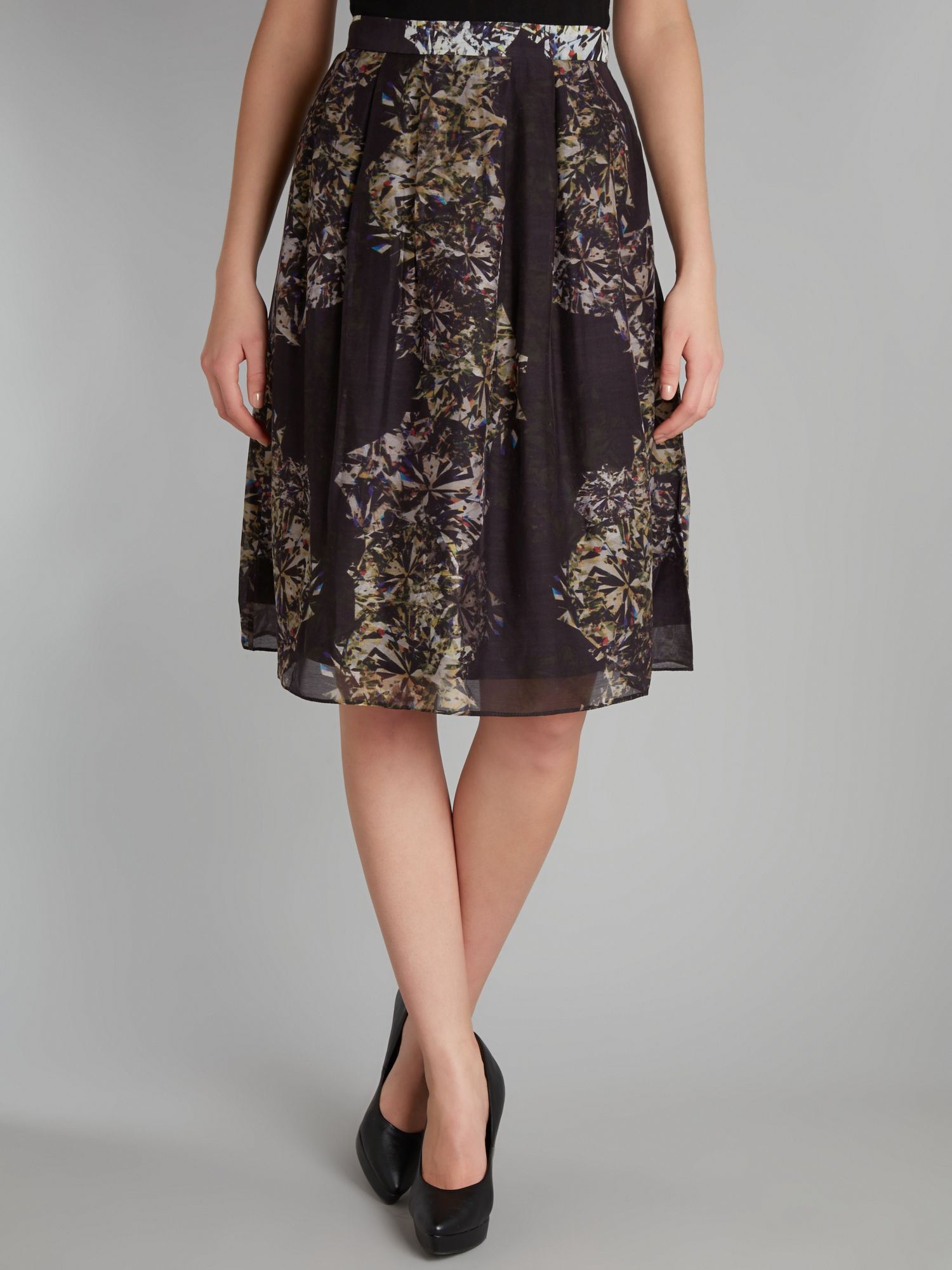 Diamond print pleated skirt