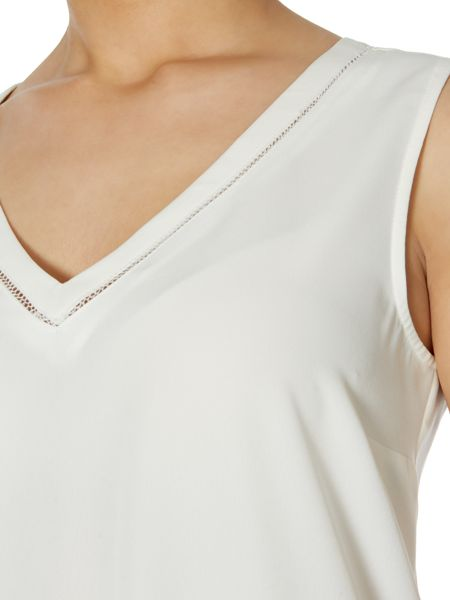 Episode V neck monochrome block top