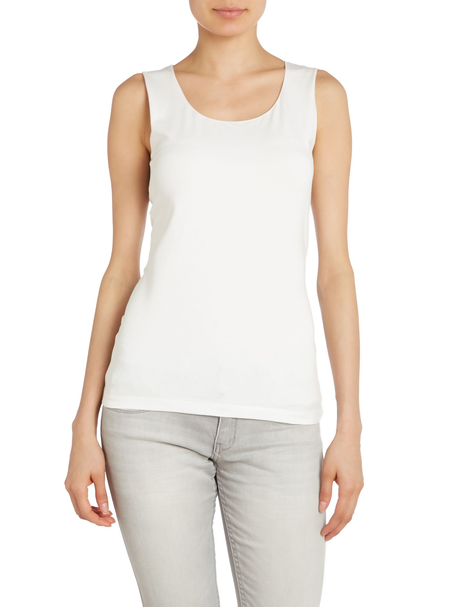 Scoop neck sleeveless vest