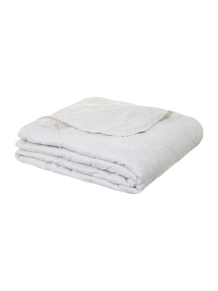 Luxury Hotel Collection Damask quilted bedspread cream