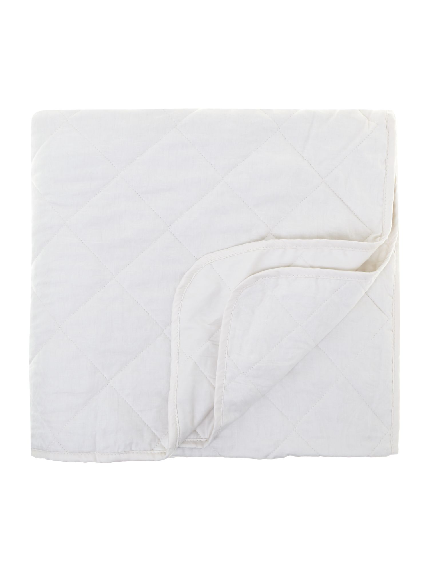 Damask quilted bedspread cream