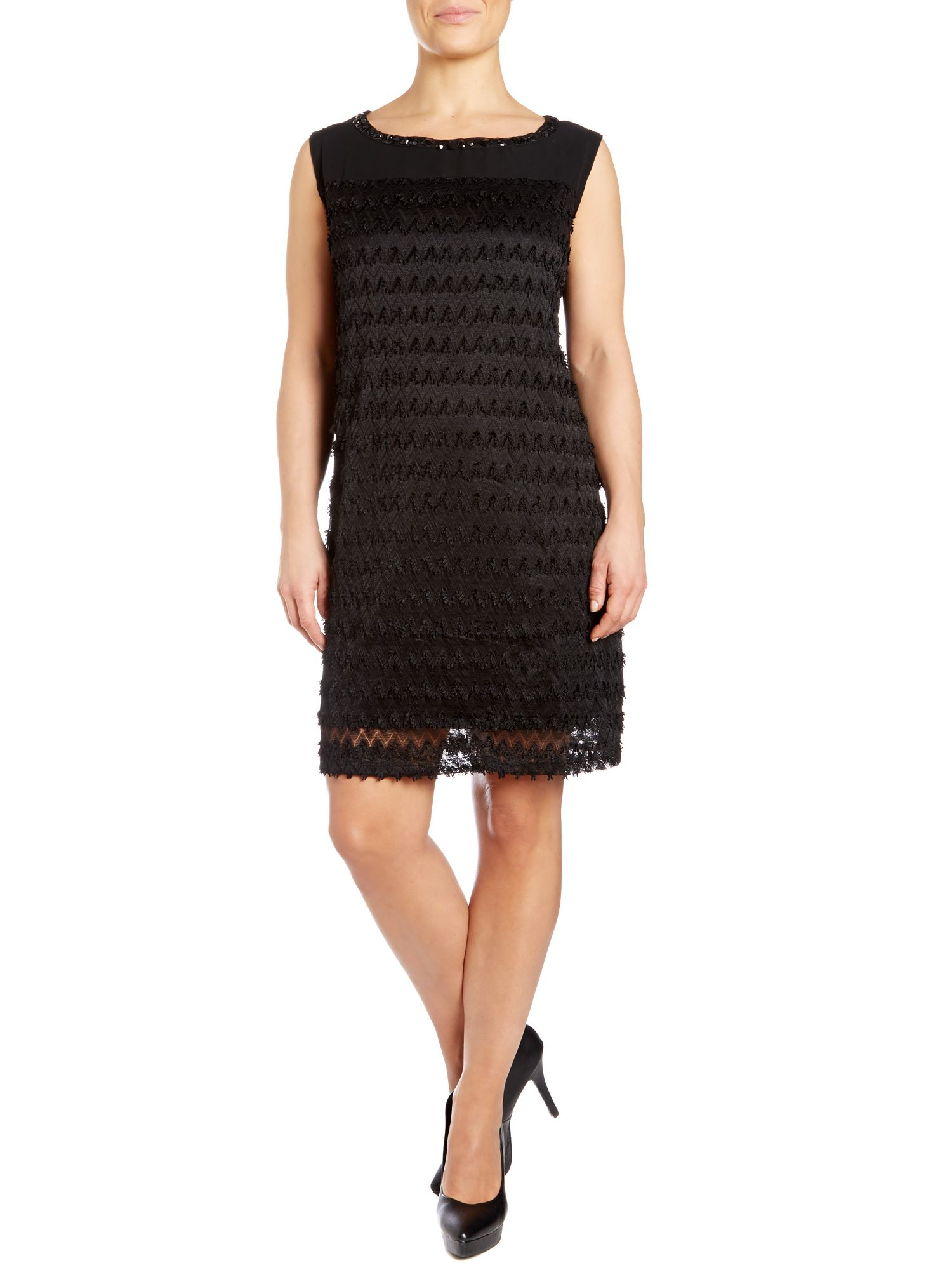 Flapper dress in zigzag lace