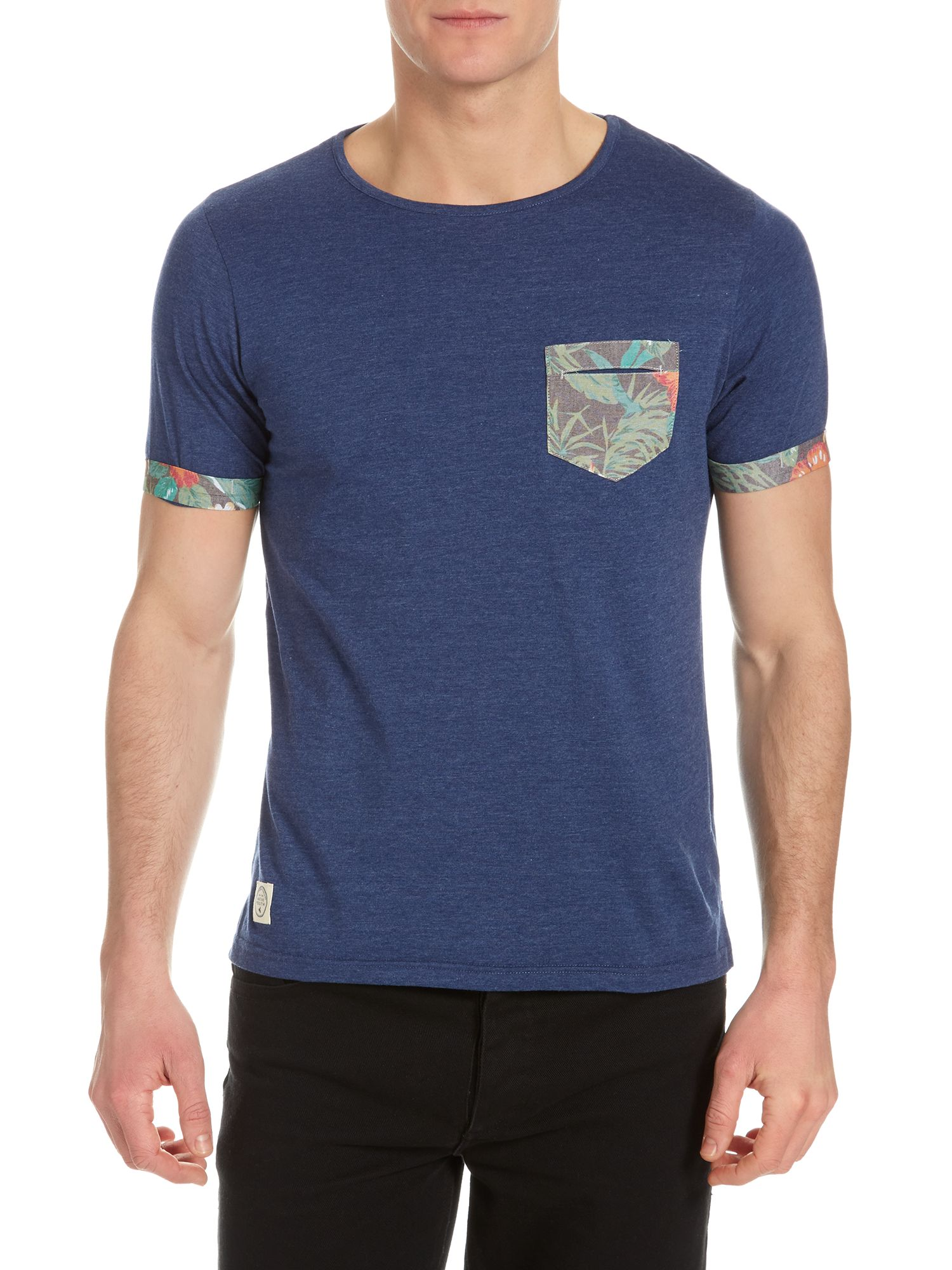 T-shirt with palm tree pocket