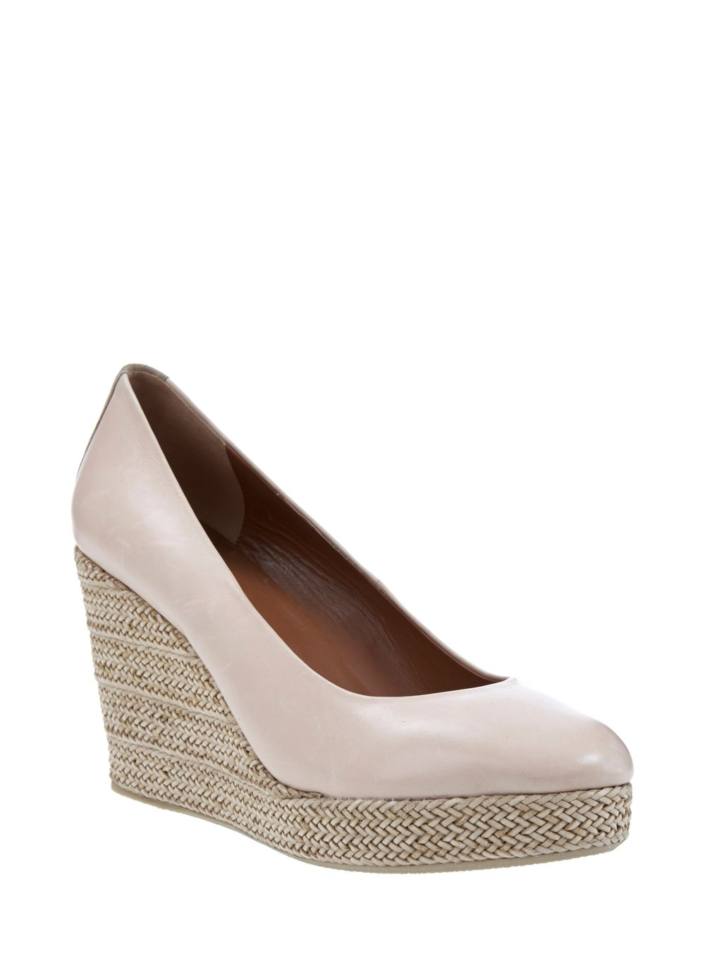 Nude may wedge court