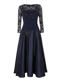Sweetheart flared dress with lace sleeves