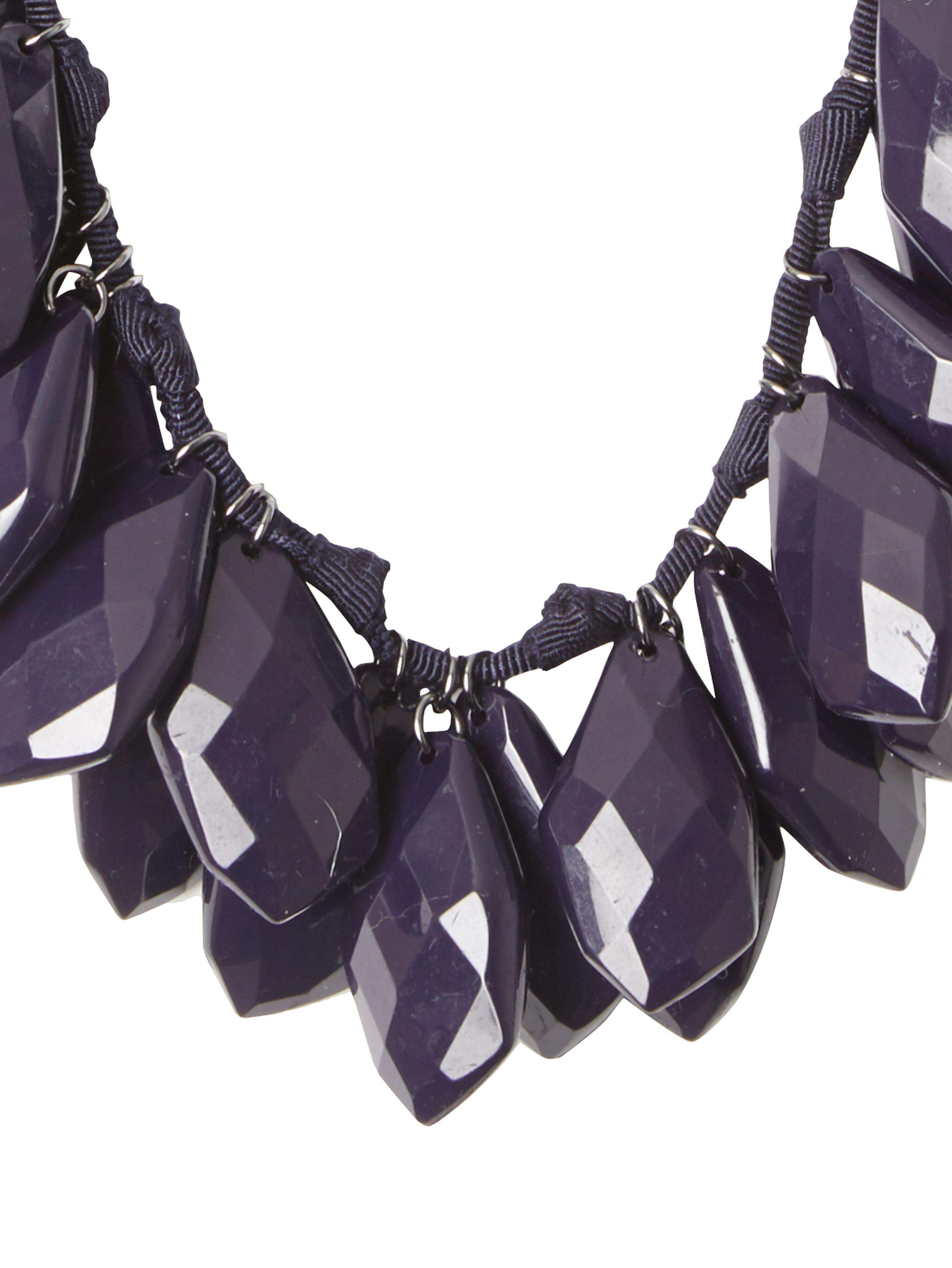 Swinging petal necklace