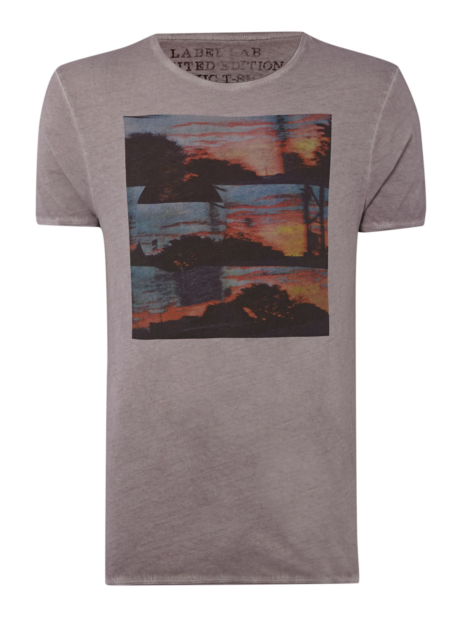 Passing by graphic tee
