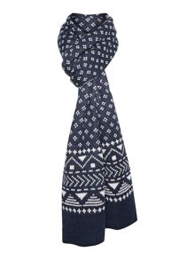 Reversible patterned scarf