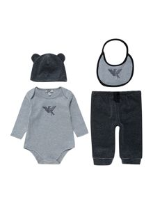 Babys giftbox set with body, hat, bib and trs