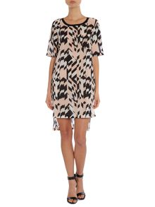 Welta short sleeve dress in geometric aop