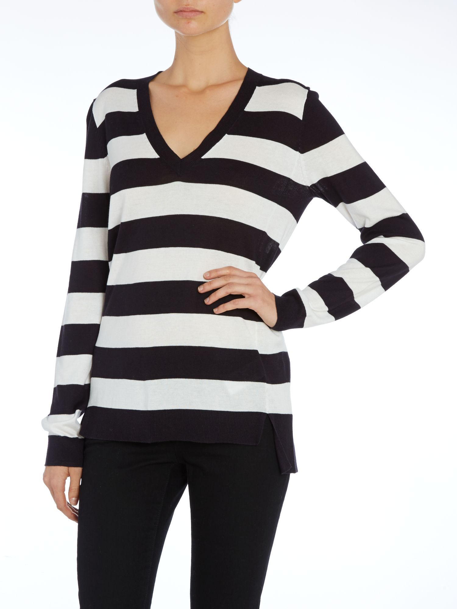 Uneven hem v neck sweater