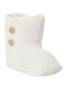Knitted bootie with button