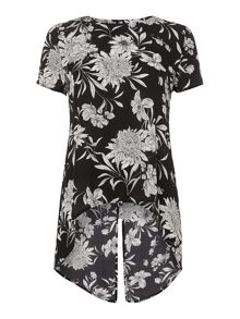 Short sleeve split back print top