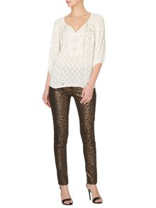Small scale leopard printed skinny jeans