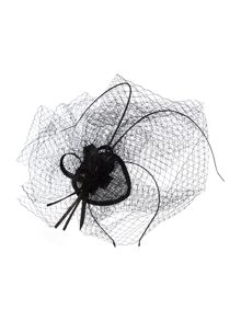 Suzanne Bettley Teardrop fascinator