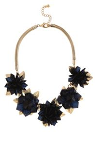 Faria flower necklace