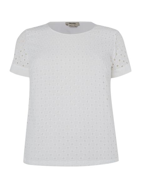 Persona T-shirt with cut-out pattern